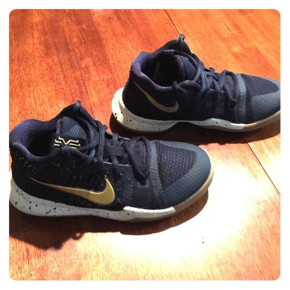 8a75c1742e1f Nike Kyrie 3 Little Kids Size 13. M 5b79a312b6a94239e06d072d
